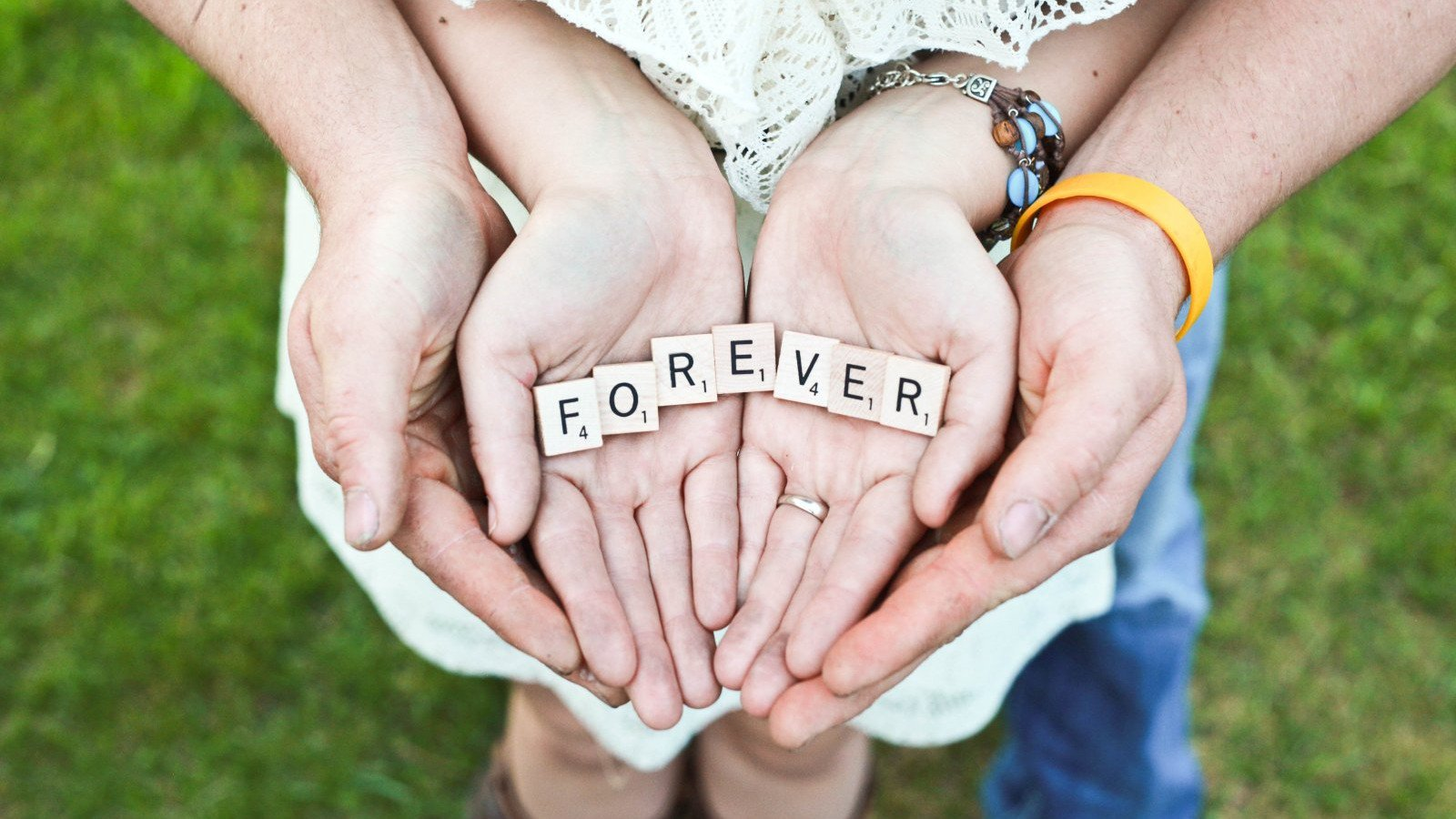 Bonitos mensajes de amor para dedicar a tu pareja y expresar lo que piensas.