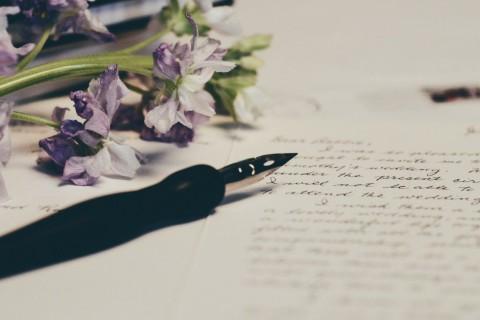 Enviar una carta a un amigo es un gesto de cariño y dedicación.