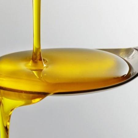 El aceite de ricino tiene muchos usos medicinales y cosméticos.