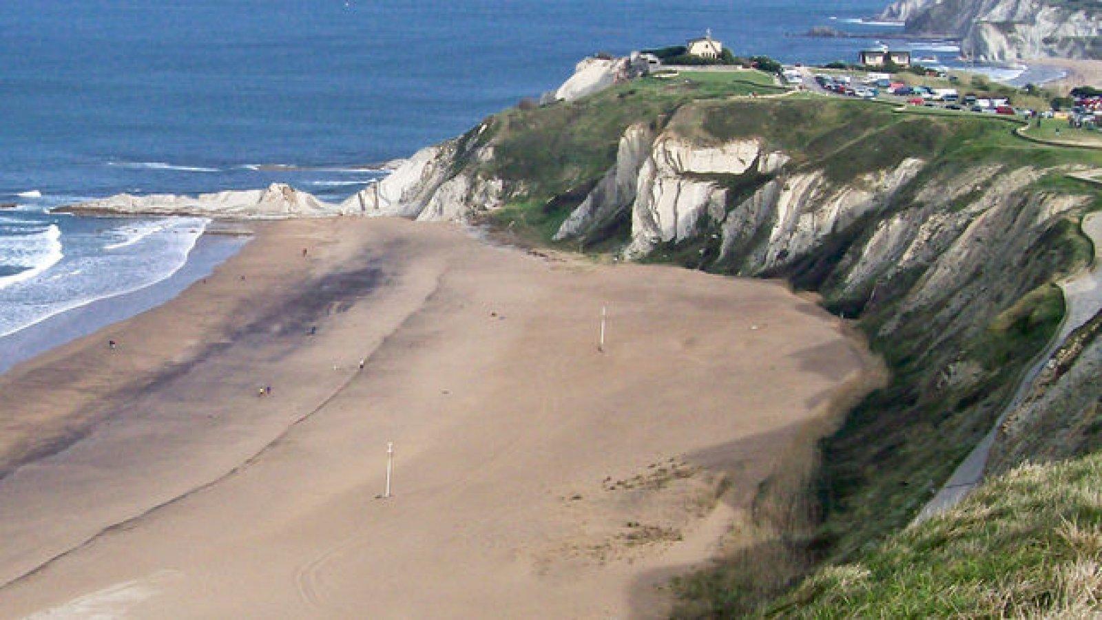 La playa Barinatxe es la playa nudista por excelencia en Bilbao.