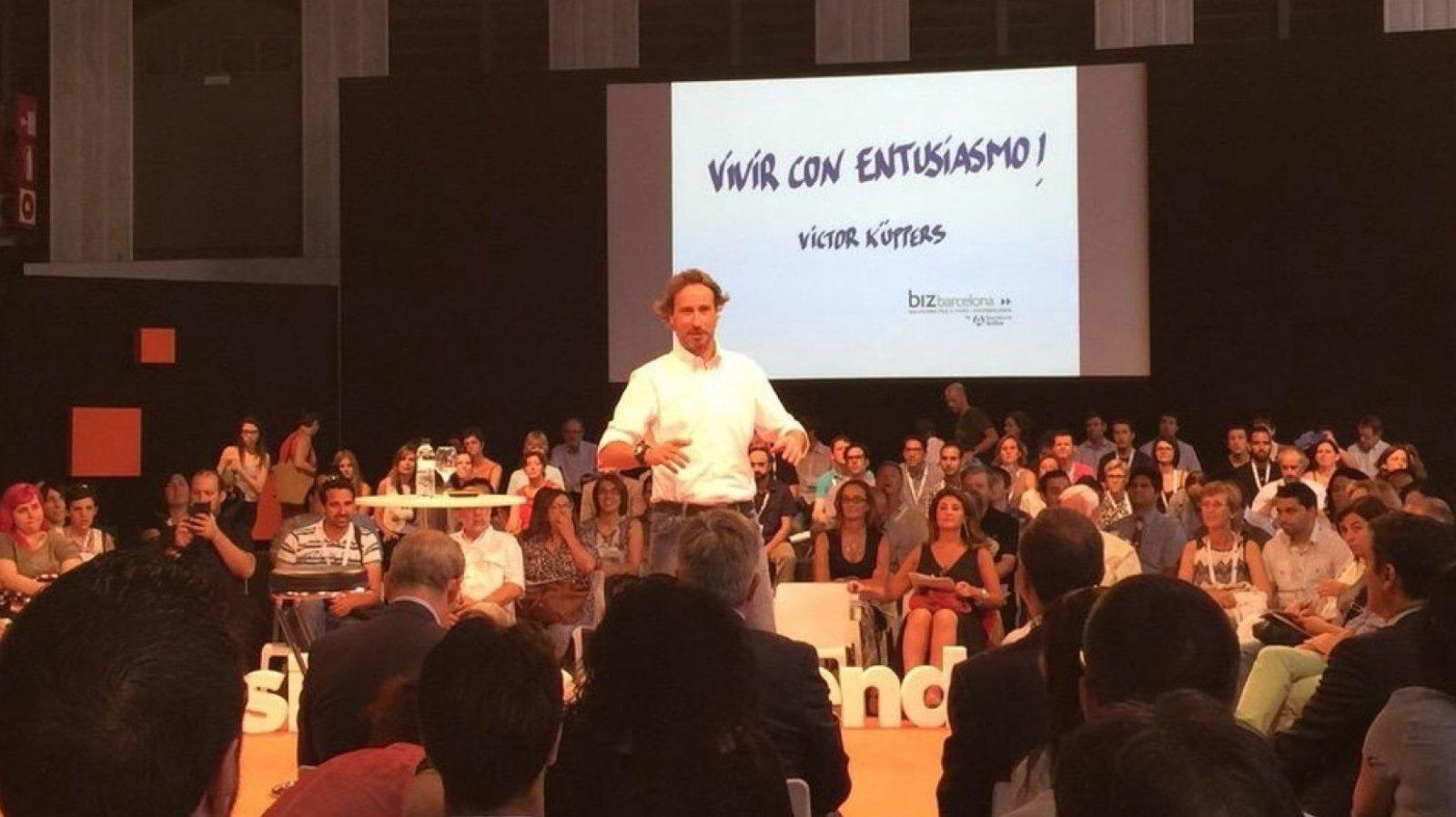Victor Küppers nos enseña la importancia de vivir con entusiasmo.