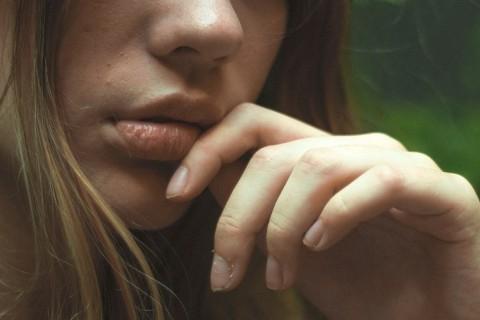 Mal aliento: causas frecuentes, síntomas y cómo evitarlo