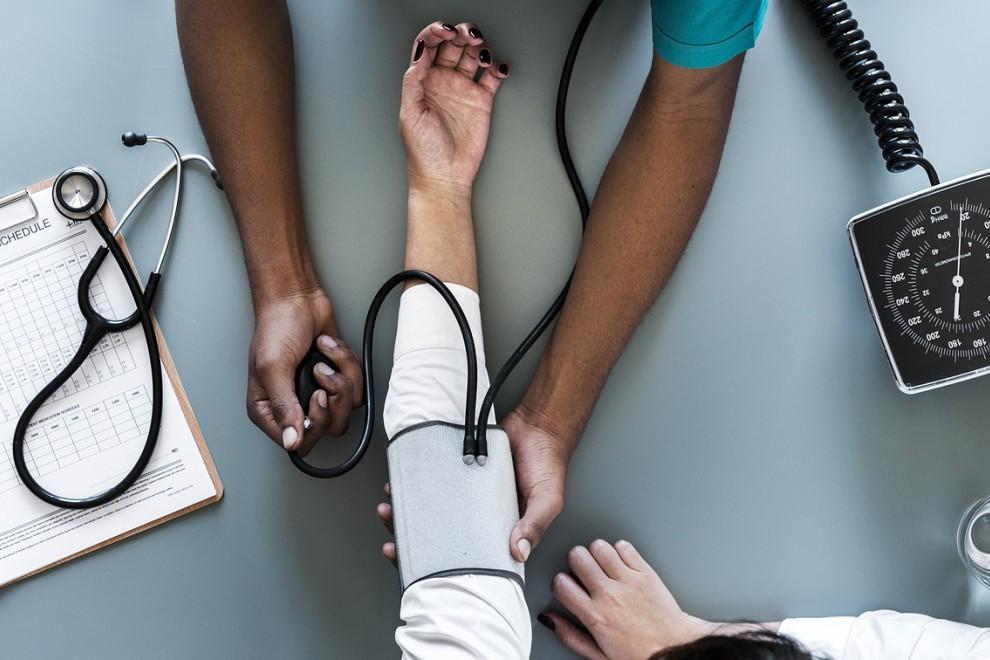 9 maneras para controlar y bajar la tensión arterial alta