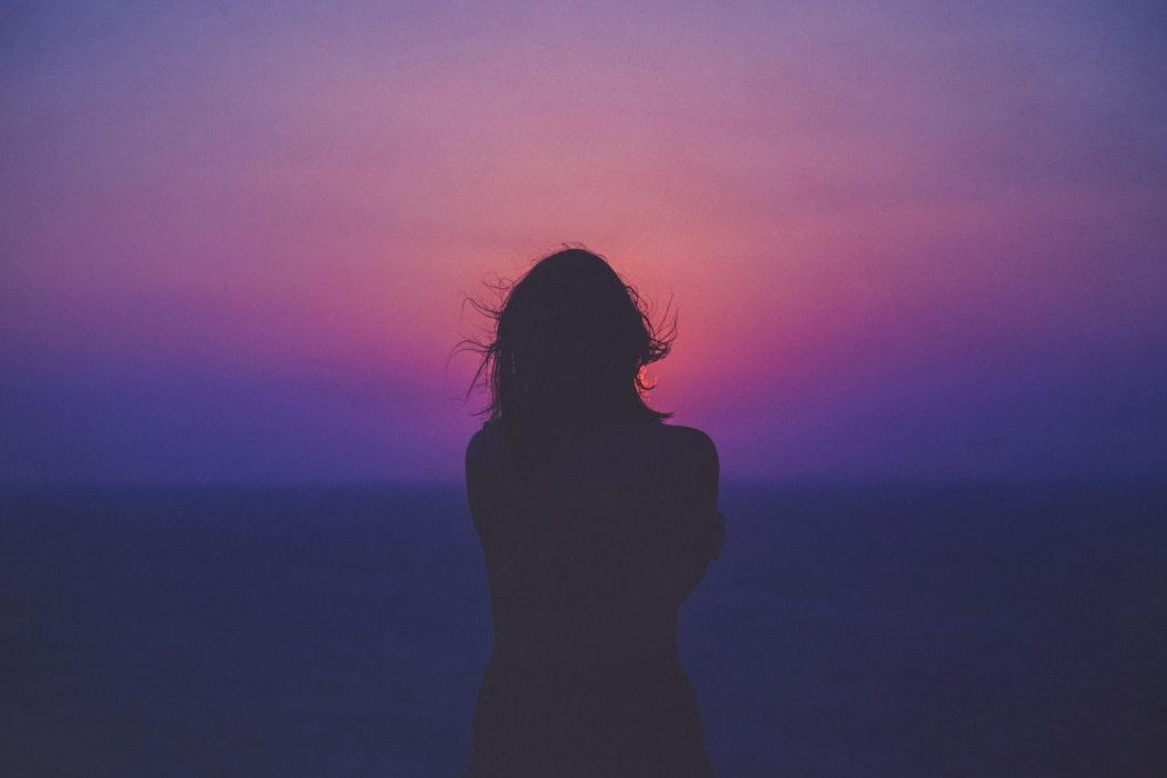 Mujer en paisaje