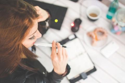Por qué las mujeres cobran menos