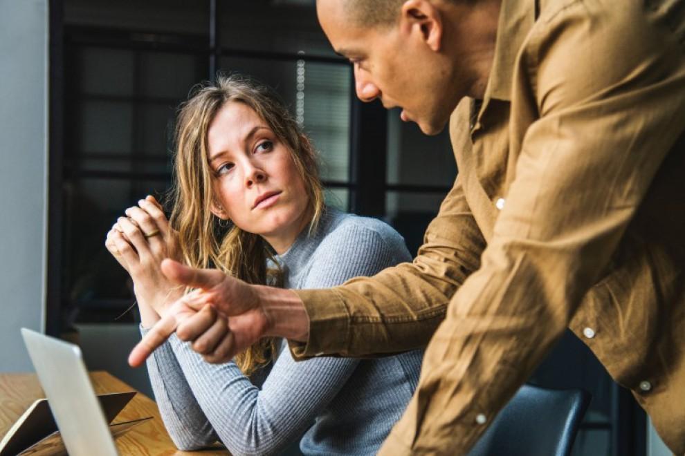 ¿Por qué las mujeres cobran menos que los hombres?