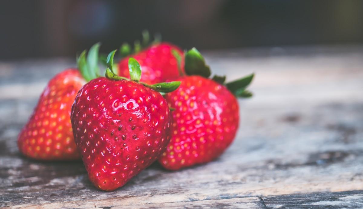 Frutas ligeras como la fresa