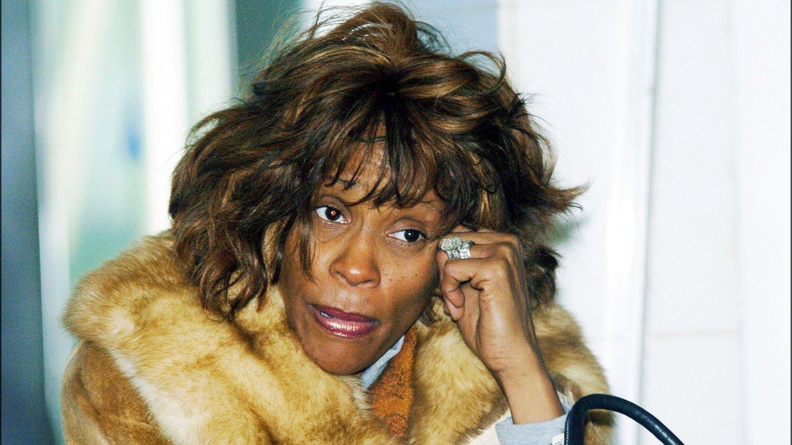 Whitney Houston sorprendió a todos con su apariencia desmejorada.