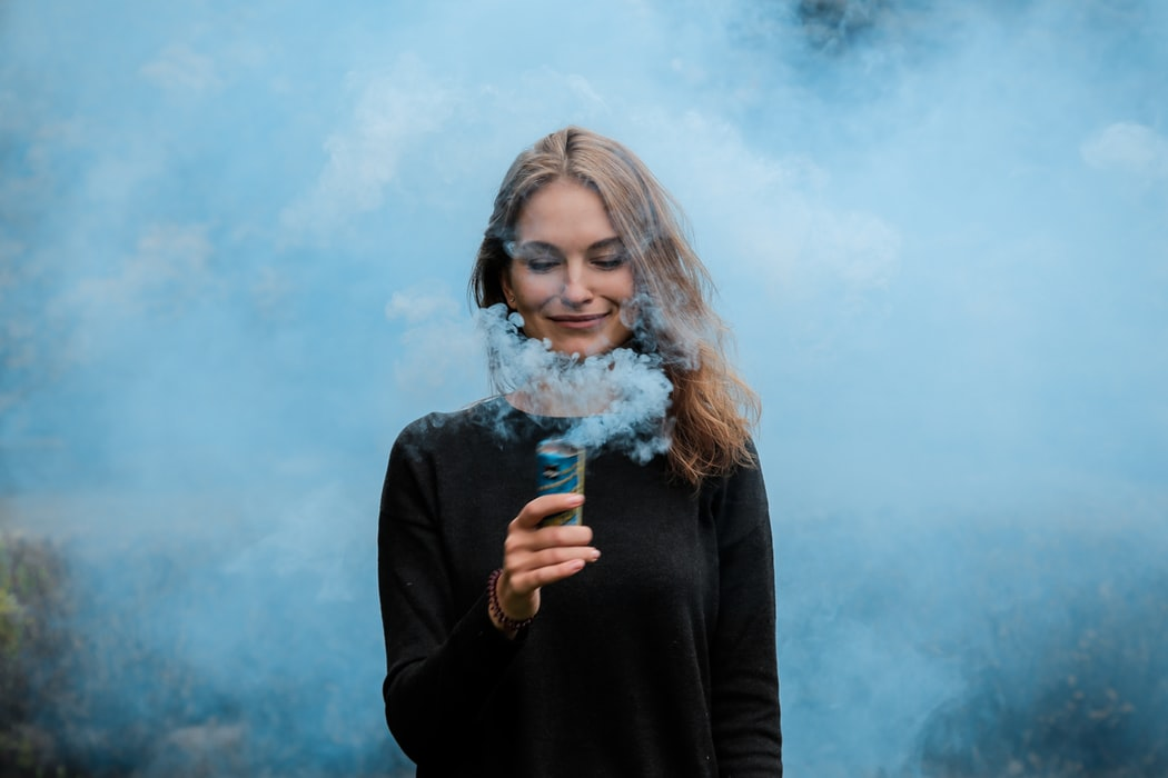 Mujer humo