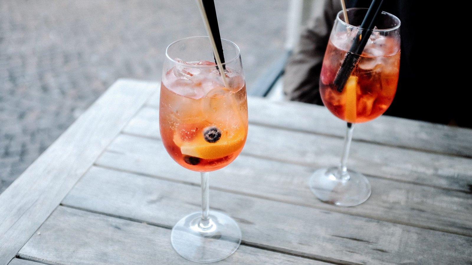 Añadir fruta en la copa es una buena forma de decorar y dar sabor.