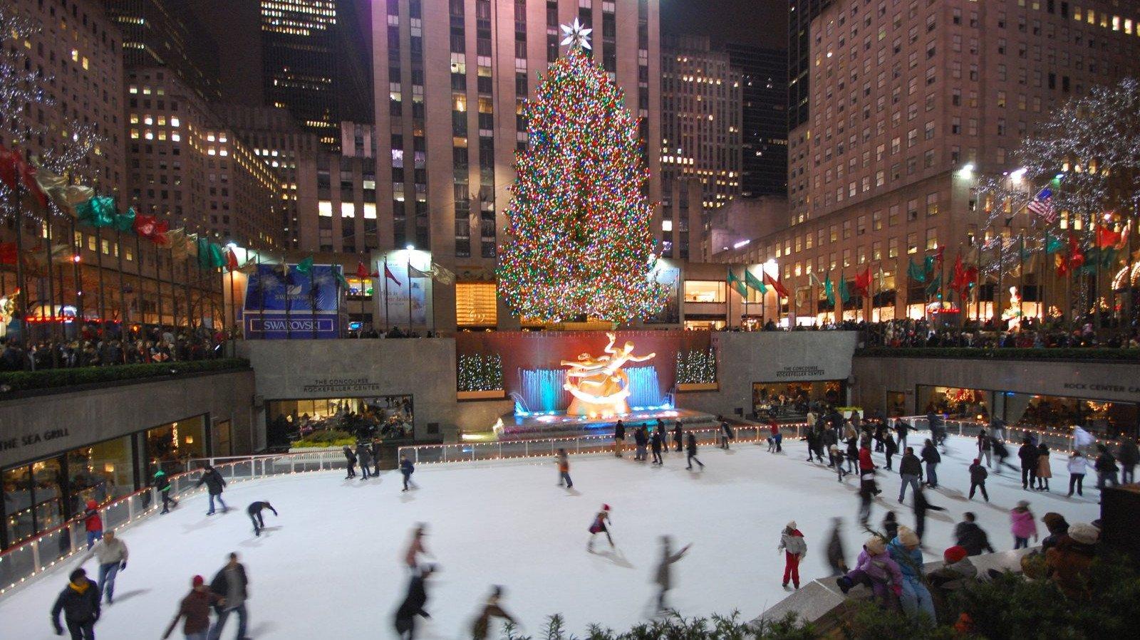 En el emblemático Rockefeller Center se respira la Navidad.