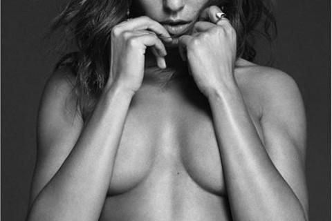 La fotografia de Hiba Abouk desnuda