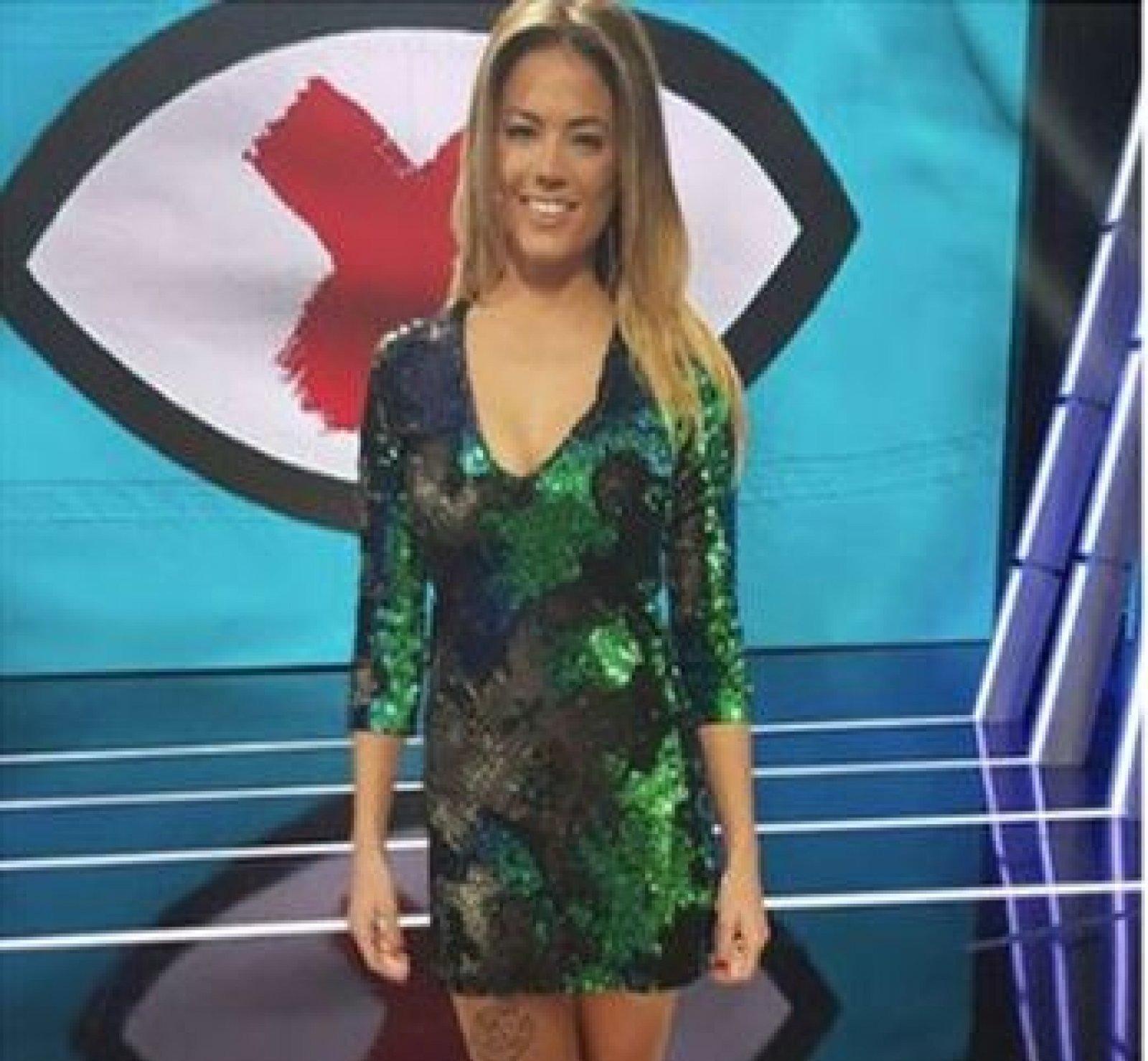 Alyson Eckmann con el vestido de lentejuelas de Zara en el debate de 'GH Revolution'