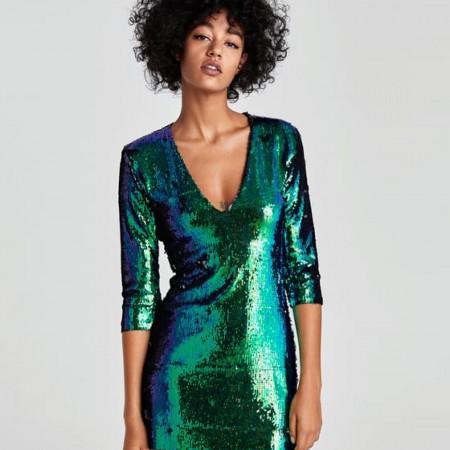Vestido de lentejuelas bicolor de Zara, por 39,95 euros