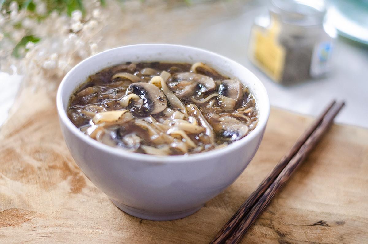 Sopa cebolla champiñones fideos arroz