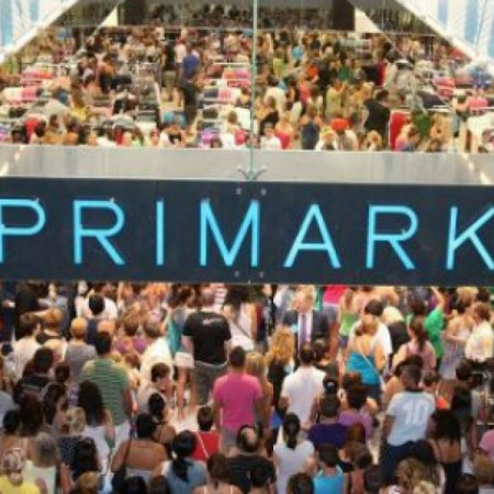 Primark pone a la venta los portavelas en forma de Lumière de 'La Bella y la Bestia'