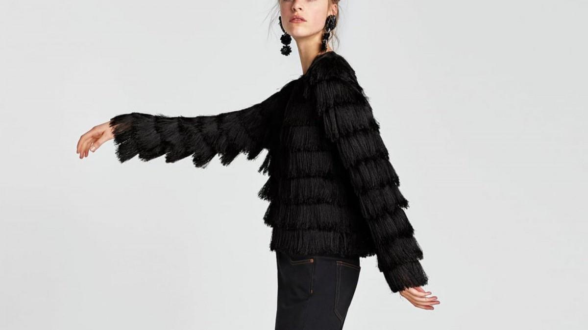 Chaqueta de flecos de Zara, por 49,95 euros