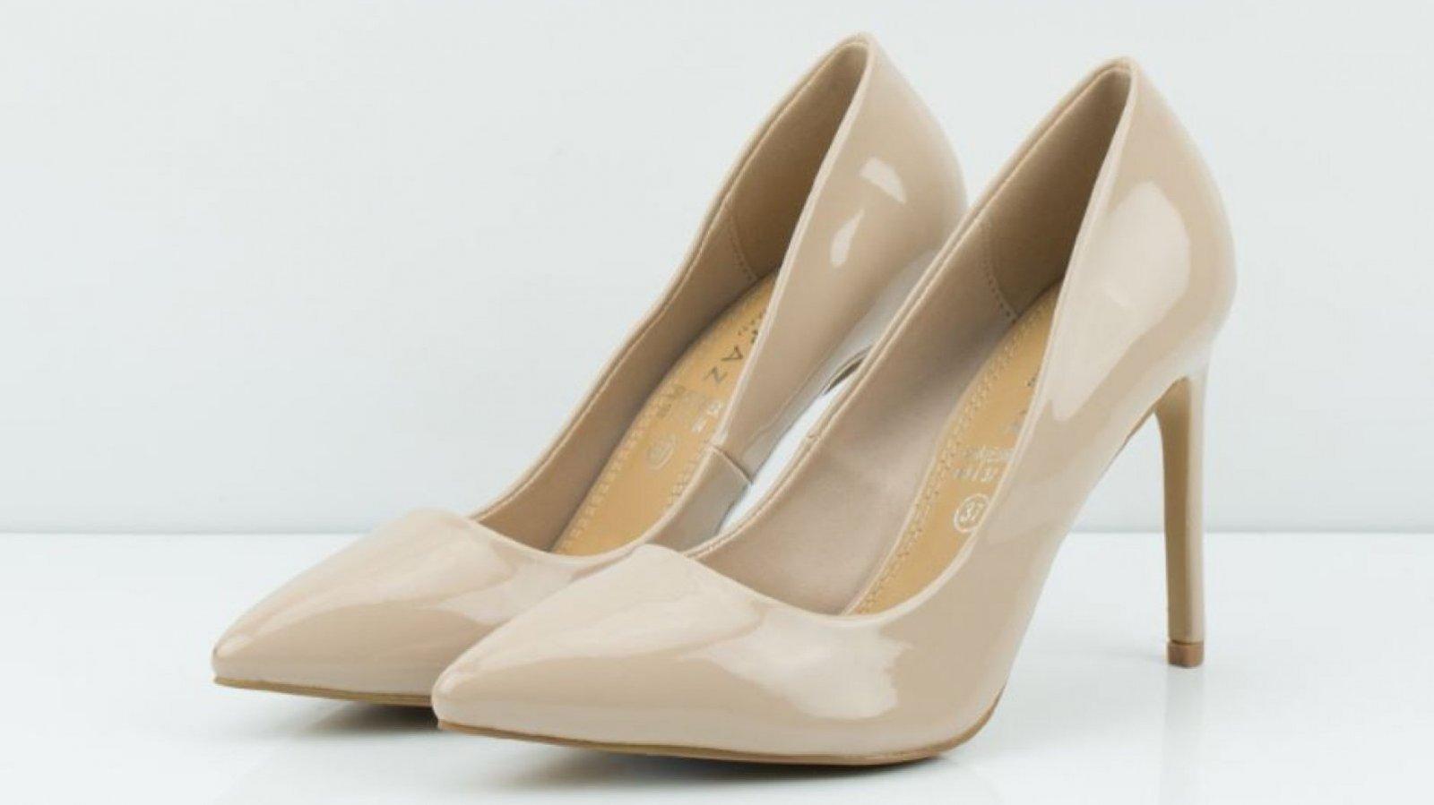 Zapatos de tacón charol beige de Marypaz, por 19,95 euros