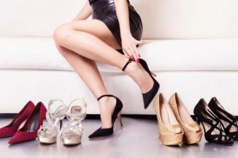 El truco que combinar zapatos del mismo color de la piel para que las piernas luzcan más largas