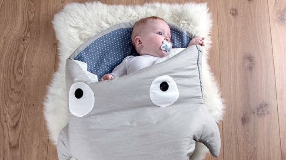 Saco de dormir con forma de tiburón de Baby Bites