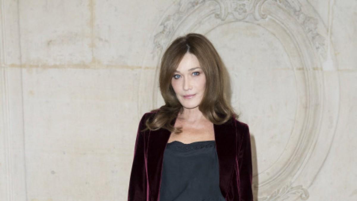 Carla Bruni sigue manteniendo la esencia de diva francesa que le dio la fama.