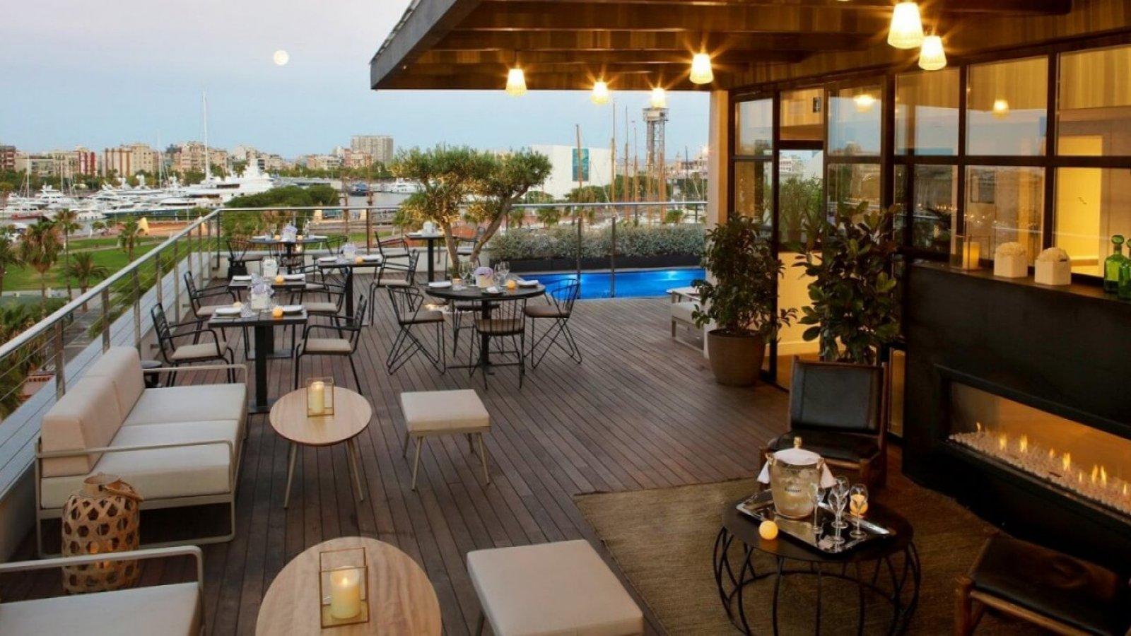 Exclusiva terraza del Hotel The Serras