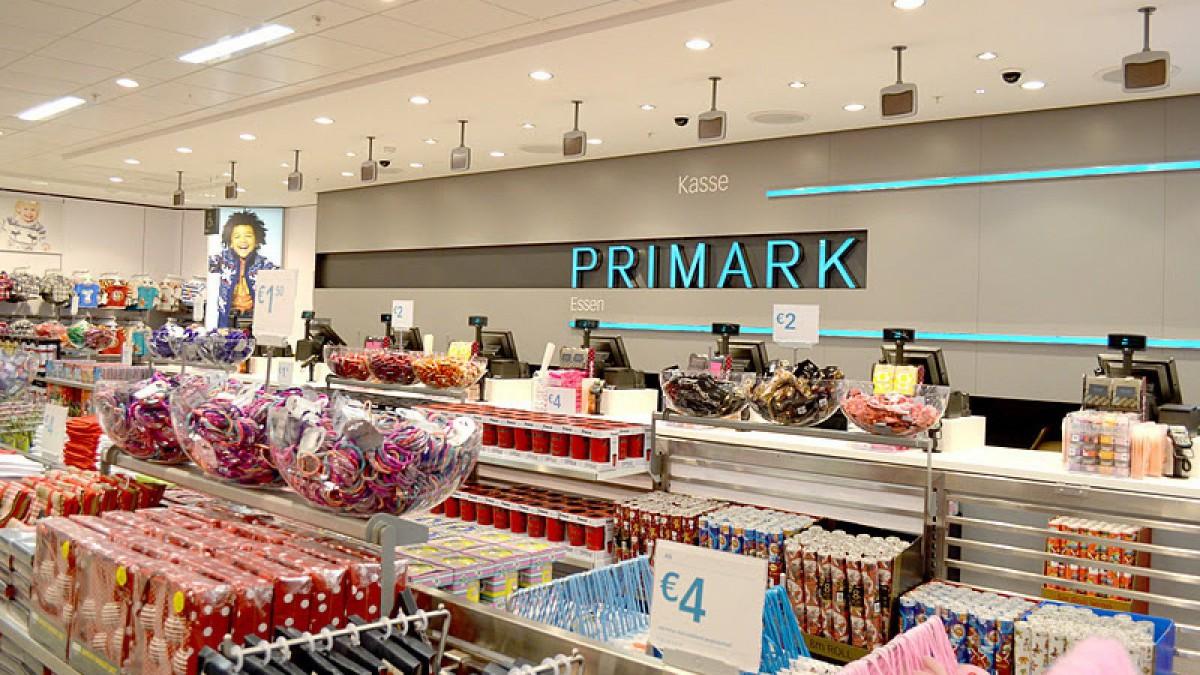Los trabajadores de Primark esconden la ropa para después comprarla