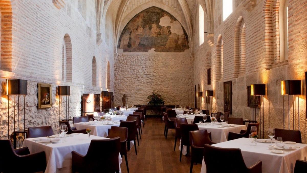 El Refectorio, restaurante del hotel, cuenta con una Estrella Michelín.