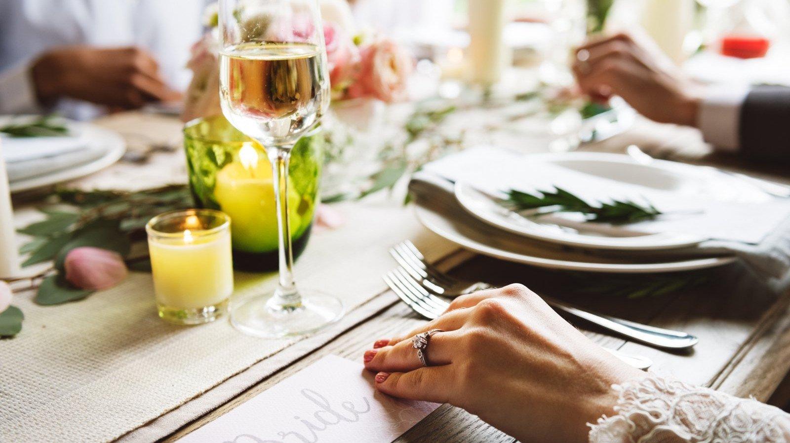 A veces menos es más. Prepara tú misma unos elegantes centros de mesa.
