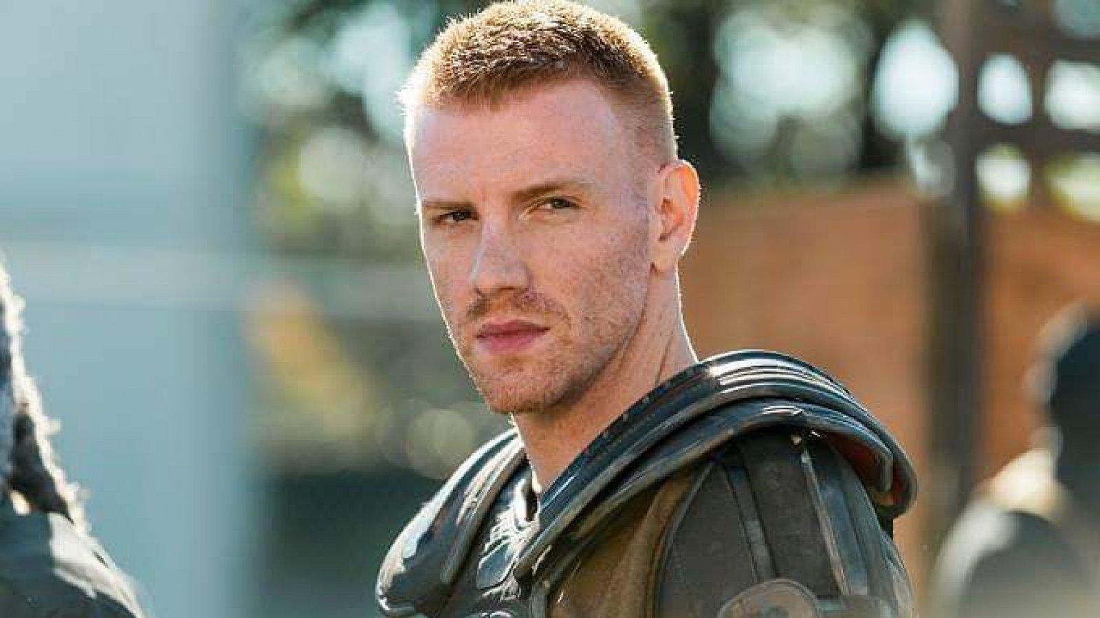 El joven actor es conocido por su papel en la exitosa serie The Walking Dead.