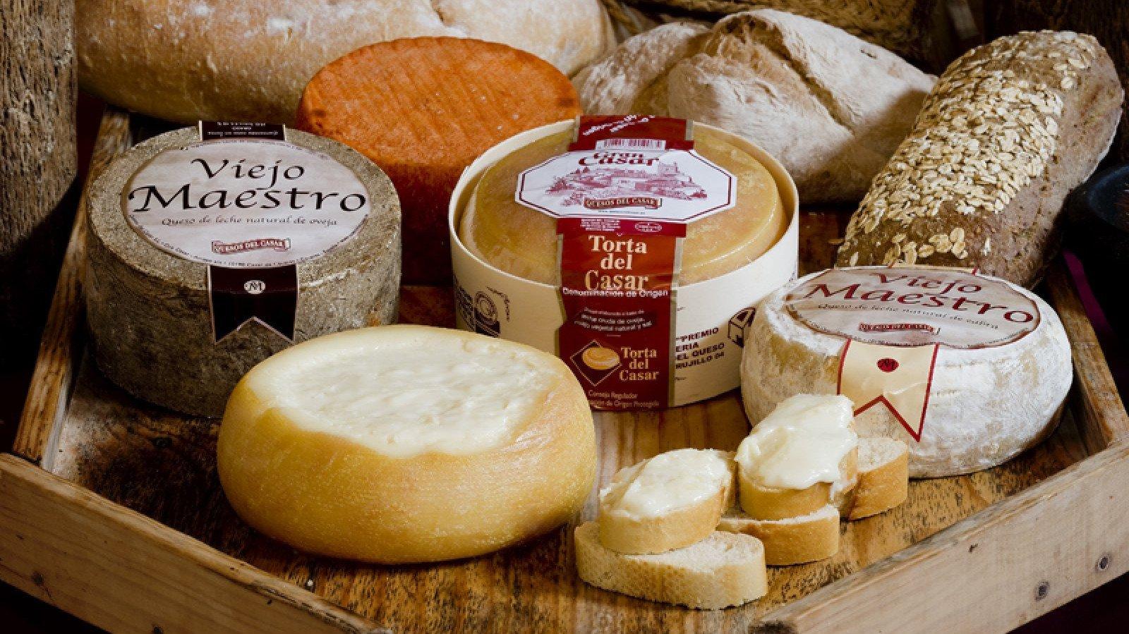 Cáceres produce quesos de DOP tan reconocidos como el Torta del Casar.