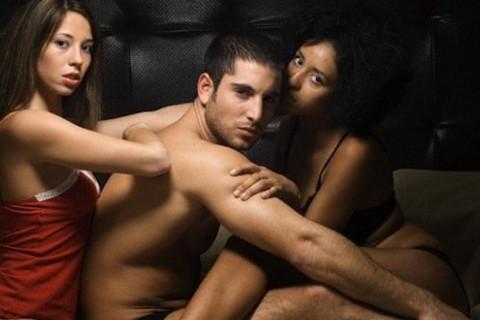 El trío es la fantasía sexual de muchas personas, ya sea con la pareja o sin ella.