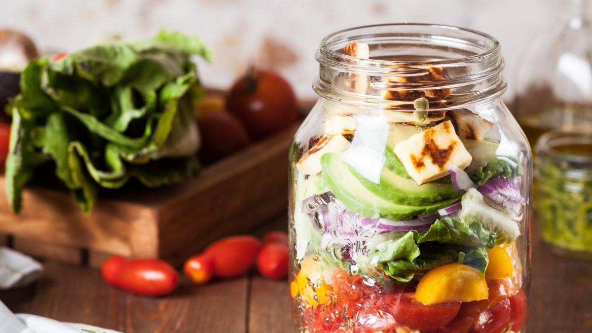 Formas originales de comer más sano en el trabajo.