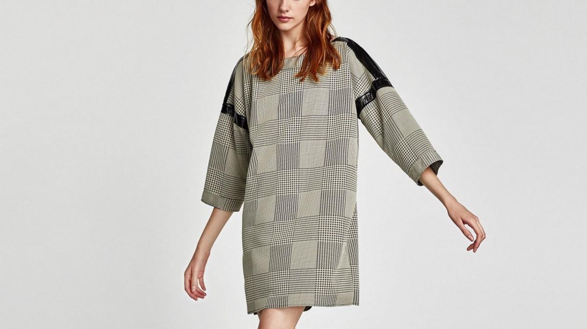 Vestido gris de cuadros con mangas combinadas de Zara, por 9,99 euros (antes 25,95 euros)