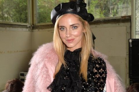 Chiara Ferragni, blogger e it girl, luciendo las tendencias de este año.
