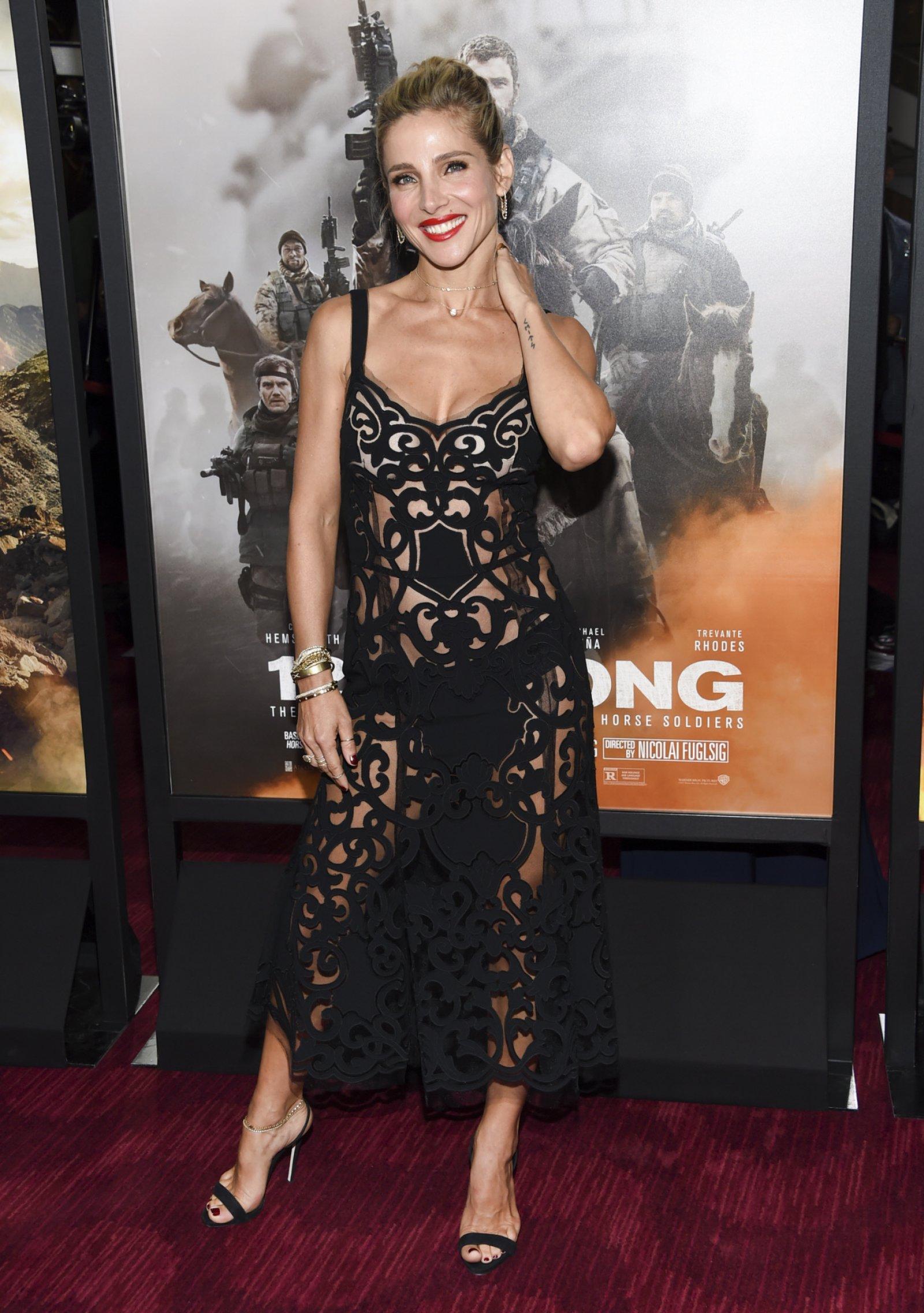 Elsa Pataky luciendo el semi transparente vestido de Dolce&Gabbana