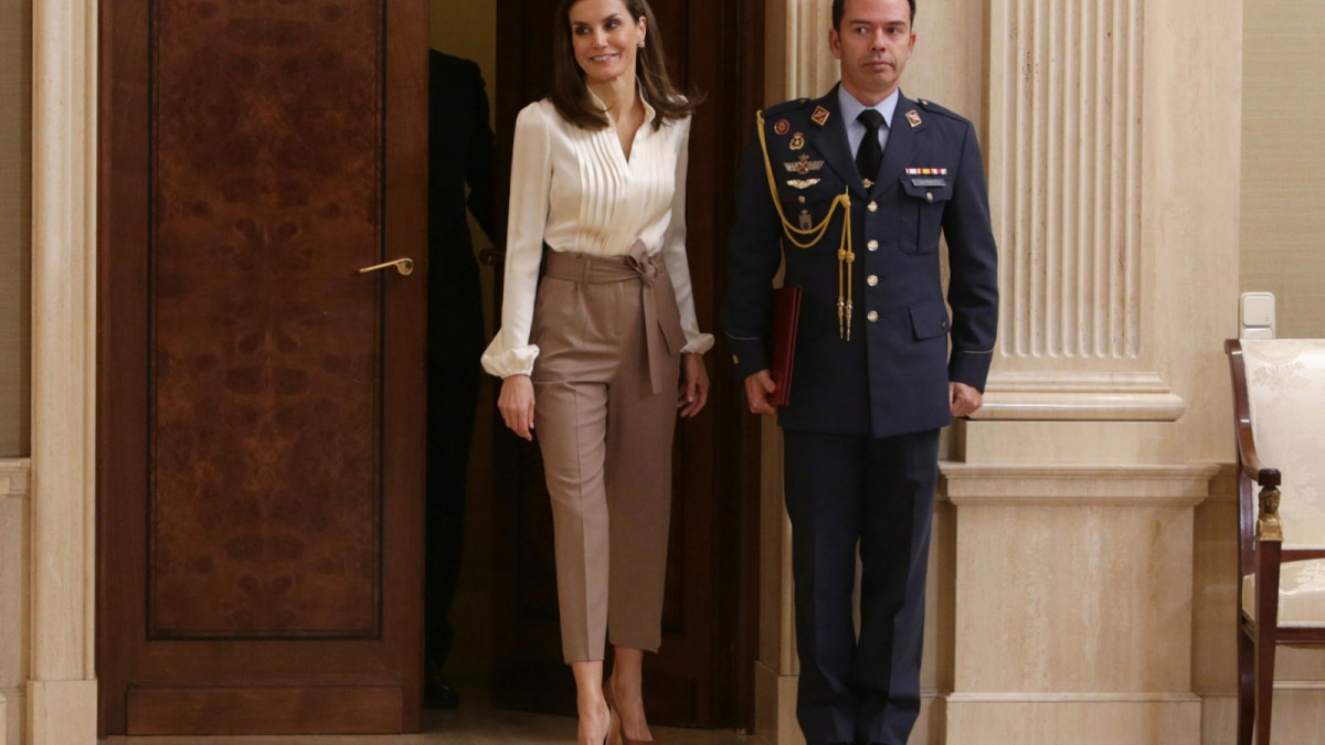El estilismo de la reina Letizia durante su última audiencia en la Zarzuela