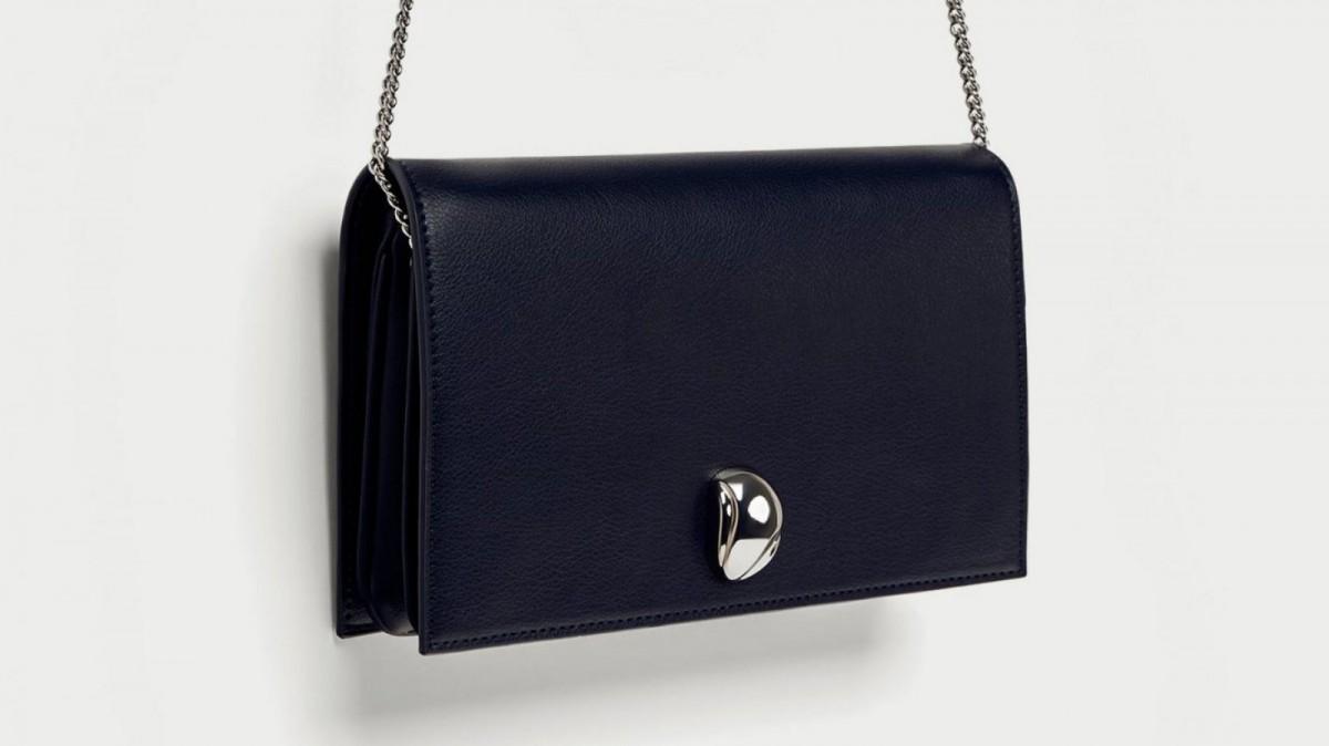 Bandolera detalle metálico de Zara, por 5,99 euros (antes 17,95)