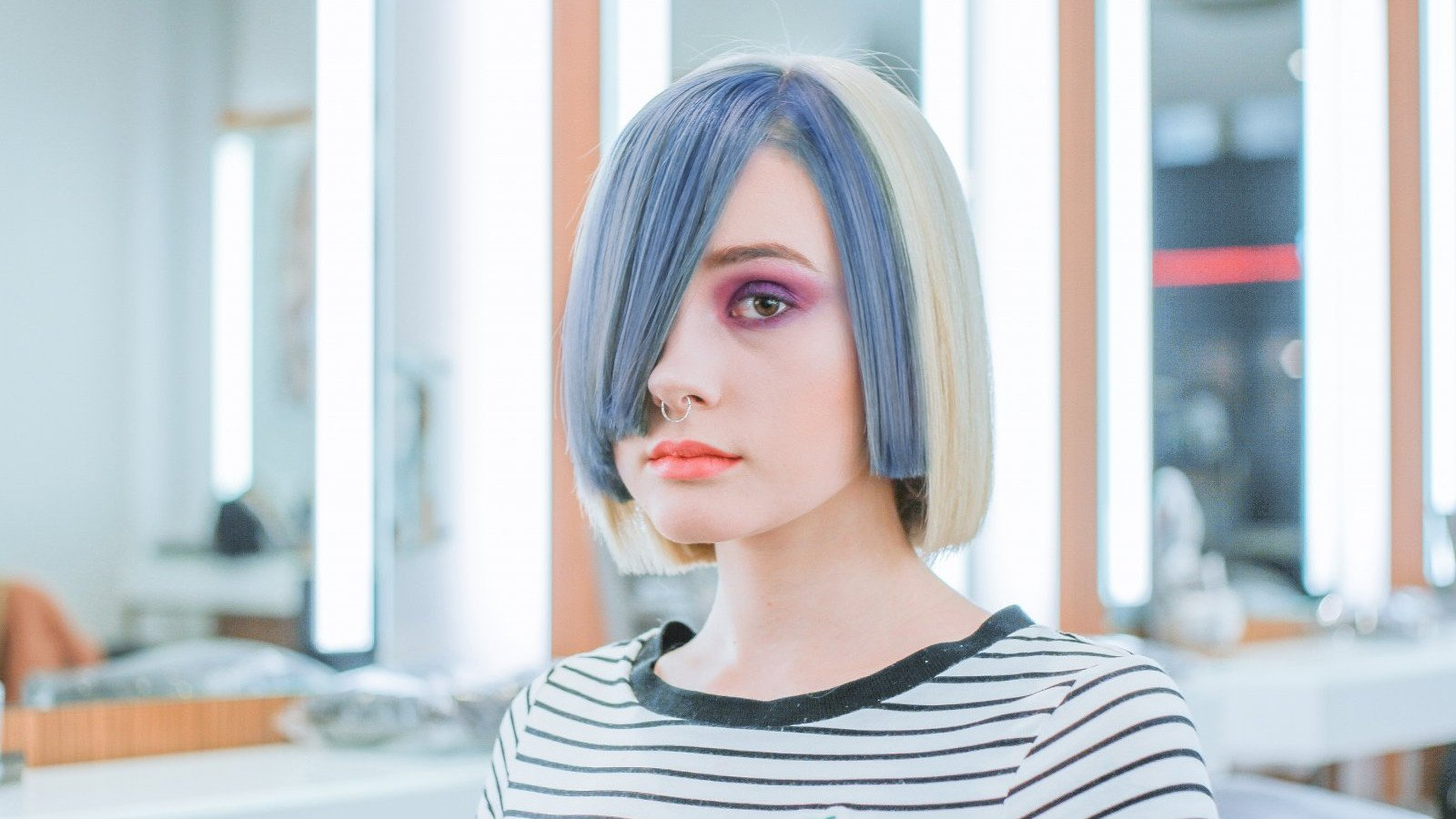 La decoloración daña nuestro pelo y contribuye a las roturas.