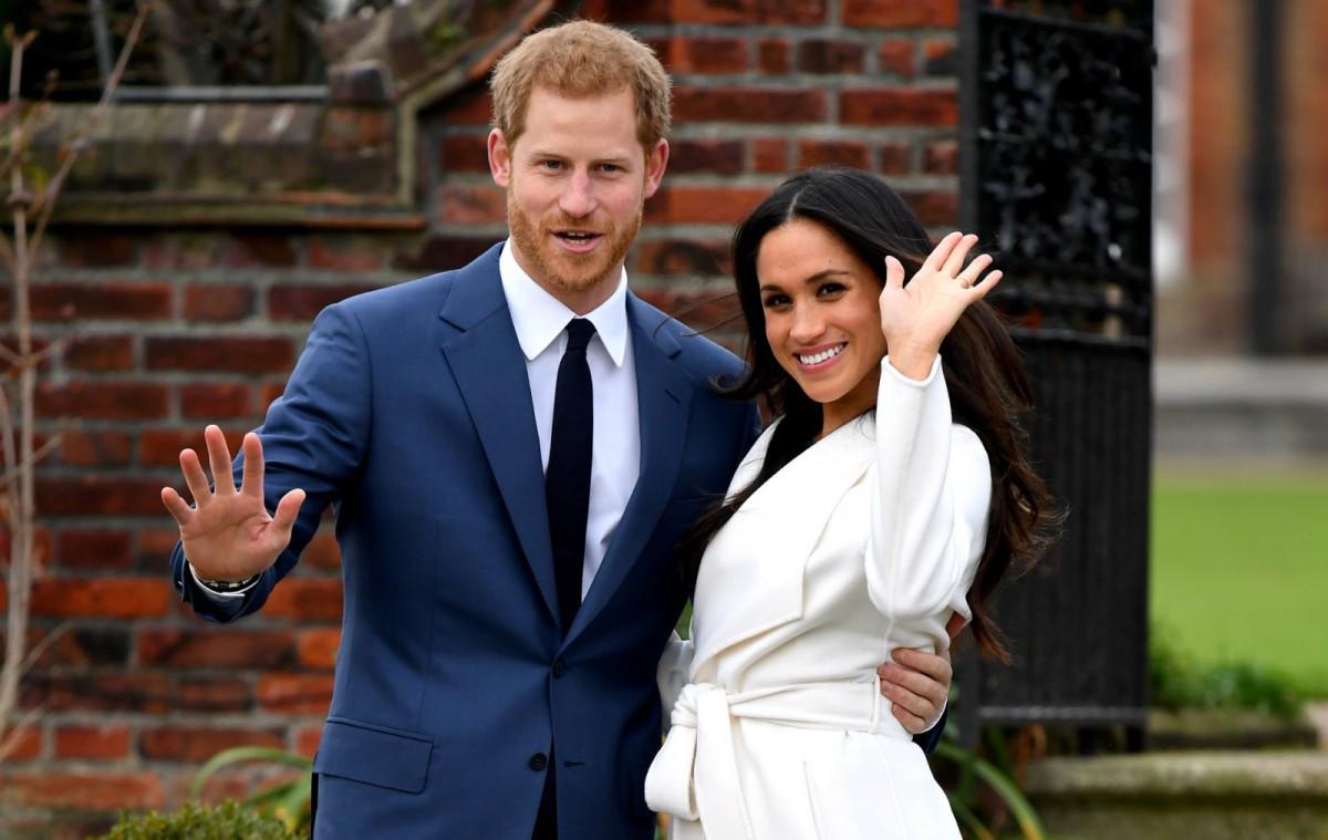 El príncipe Harry y Meghan Markle en el posado oficial tras anunciar su compromiso