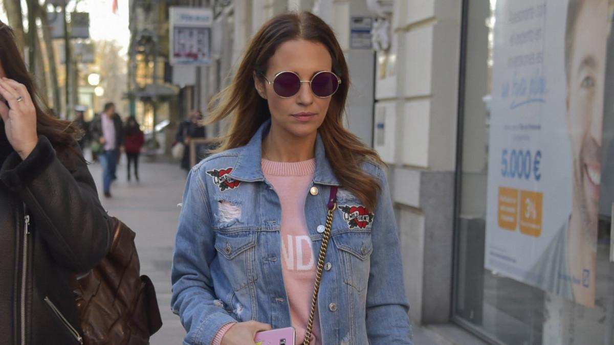 Paula Ecchevarría paseando por las calles de Madrid