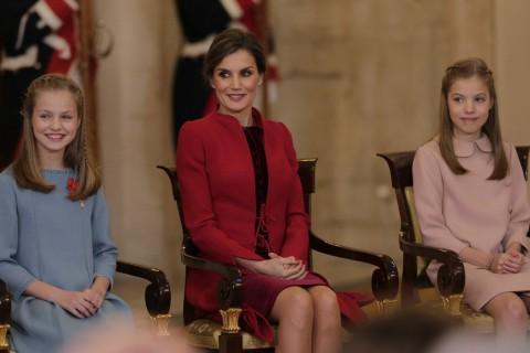 La reina Letizia junto a sus hijas, la princesa Leonor y la infanta Sofía