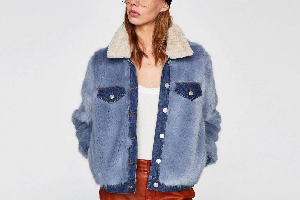 Cazadora vaquera efecto pelo de Zara, por 59,95 euros