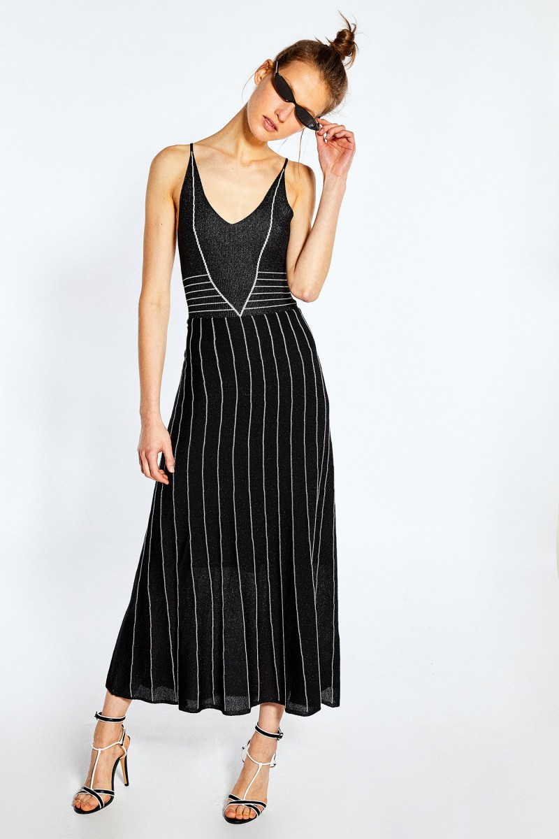 Vestido rayas lurex de Sfera, por 39,99 euros