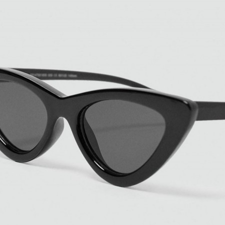 Gafas de sol 'cat eye' en color negro de Zara, por 15,95 euros