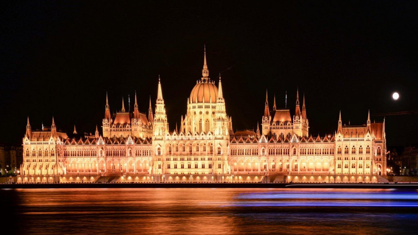 Déjate seducir por la magia del impresionante parlamento de Budapest