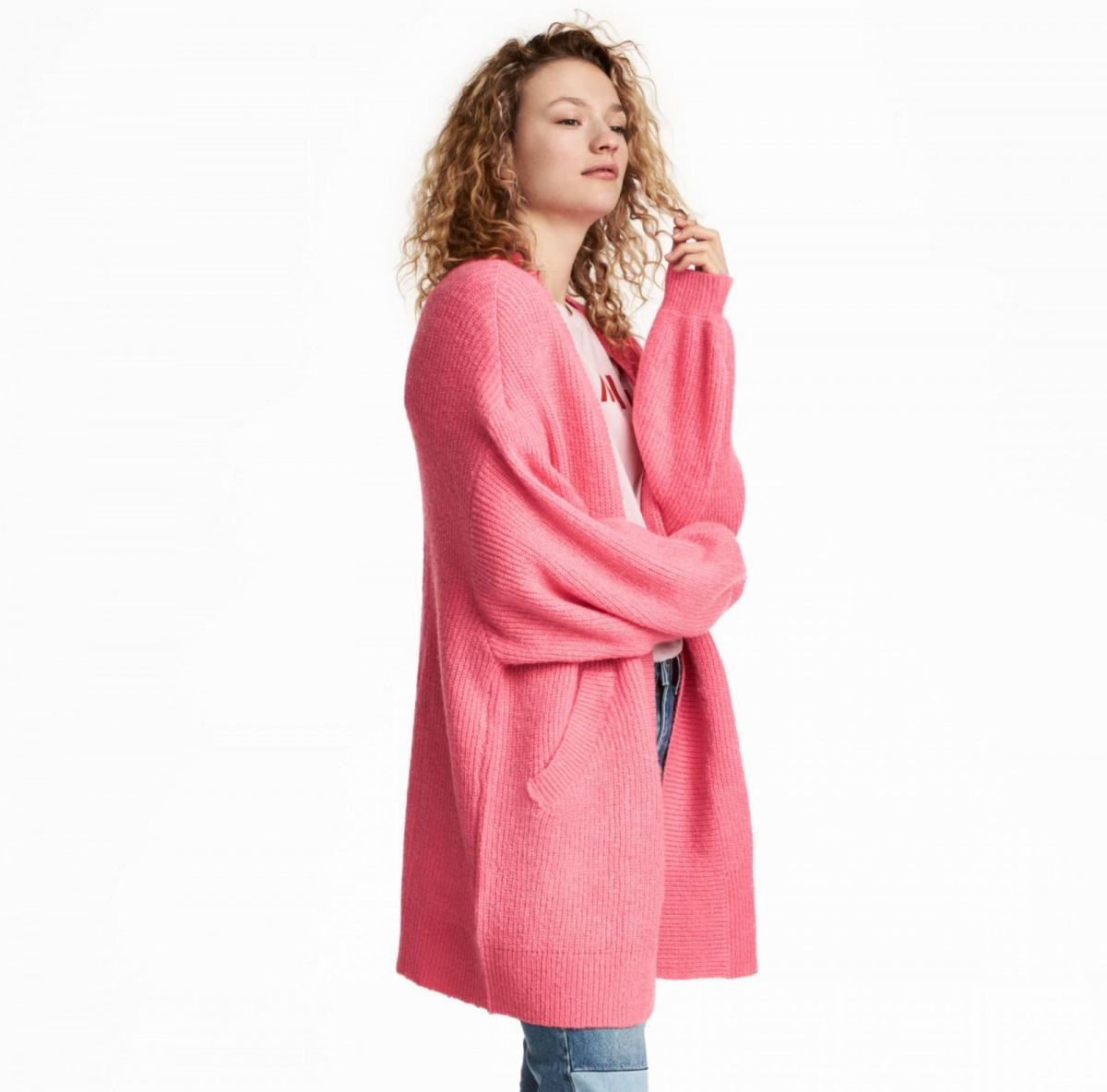 Cárdigan de punto de color rosa de H&M, por 34,99 euros
