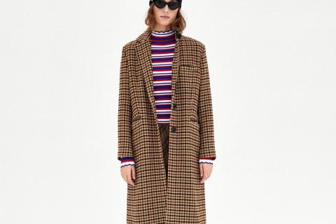 Abrigo de cuadros de estilo para de gallo en color marrón de Zara, por 49,99 euros (antes 99,95)